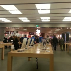 Photo taken at Apple Store, Fiordaliso by Viviana D. on 1/26/2013