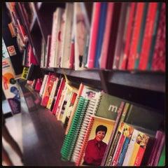 Photo taken at Livraria Saraiva by Matheus D. on 2/24/2013
