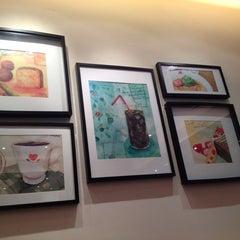 Photo taken at Italian Tomato Café Jr. by Thierry C. on 11/30/2013