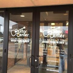 Photo taken at Guitar Center by Satoshi Y. on 10/31/2015