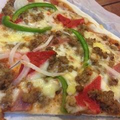 Photo taken at Calda Pizza by Rona Raissa A. on 3/24/2013