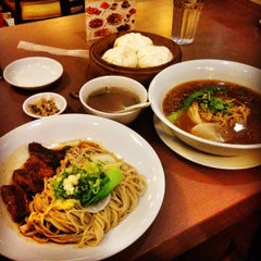 Photo taken at Kanzhū Hand-Pulled Noodles by Niño Paolo T. on 8/11/2014