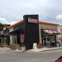 Photo taken at Dunkin' Donuts by Rich L. on 9/24/2014