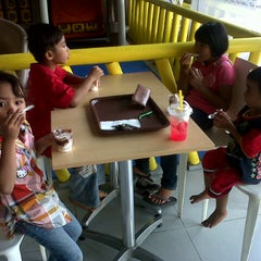 Photo taken at KFC by miss Q. on 2/9/2014