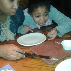 Photo taken at Outback Steakhouse by Yolanda Lonnie B. on 1/12/2014
