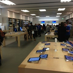 Photo taken at Apple Store, Smith Haven by Kauê F. on 1/23/2013