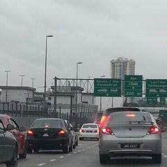 Photo taken at Sultan Iskandar CIQ Complex (Johor Bahru Checkpoint) by Cedric J. on 1/19/2013