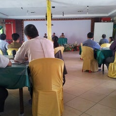 Photo taken at Restaurant Teluk Kupang by Robert G. on 7/30/2013
