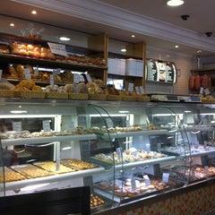 Photo taken at Padaria Juliet by Maria Heloisa S. on 11/6/2012