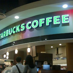 Photo taken at Starbucks by Juwita E. on 12/16/2012