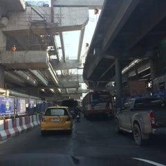 Photo taken at แยกท่าพระ (Tha Phra Intersection) by NUI 19 on 3/7/2016