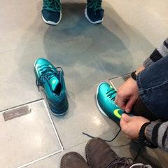 Photo taken at Niketown Berlin by Mirelhí N. on 3/11/2013