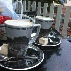 Photo taken at Molly's Cafe by merve k. on 9/17/2012