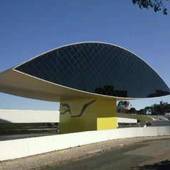 Photo taken at Museu Oscar Niemeyer (MON) by Eder P. on 7/18/2013
