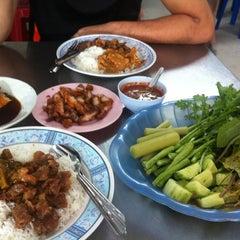 Photo taken at ร้านข้าวแกง.ชาวใต้ by RainBow S. on 12/28/2012