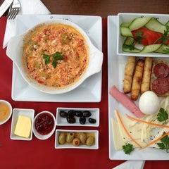 Savor Cafe tarihinde Ayhan M.ziyaretçi tarafından 2/22/2013'de çekilen fotoğraf