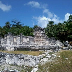 Photo taken at Zona Arqueológica El Rey by Samara B. on 4/29/2013