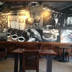 Photo taken at Starbucks by Aaron H. on 8/23/2013