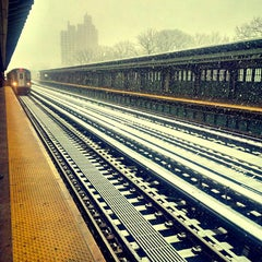 Photo taken at MTA Subway - Pelham Parkway (2/5) by Tremayne on 12/14/2013