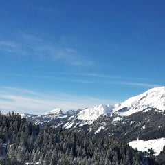 Photo taken at Super Chatel by Roel J. on 2/6/2014