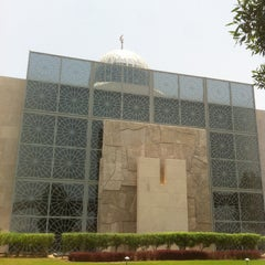 Photo taken at Abdulrahman Saddik Mosque by Melik Selcuk on 5/17/2013