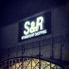 Photo taken at S&R Membership Shopping by Aldwin S. on 6/30/2013