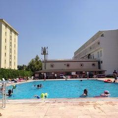 Photo taken at Entur Termal Otel Acik Havuz by Muammer U. on 8/6/2014