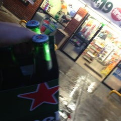 Photo taken at 7- Eleven by Jorge F. on 9/15/2013