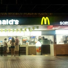 Photo taken at Mc Donald's by Dafne C. on 6/30/2013