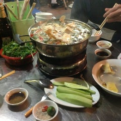 Photo taken at Hải sản chợ KimLiên by Chip C. on 2/18/2013