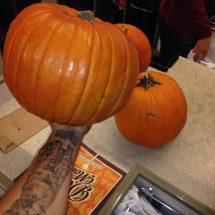 Photo taken at Sprouts Farmers Market by Rudy C. on 10/12/2013