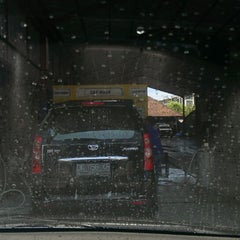 Photo taken at Bali Wisata Automatic Car Wash by Agung I. on 10/27/2013
