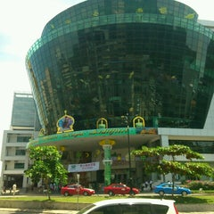 Photo taken at Suria Sabah Shopping Mall by Chehongstar on 7/27/2013