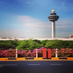 Photo taken at Changi Airport Terminal 1 by HoangHuy on 4/22/2013
