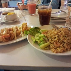 Photo taken at D'Cost Seafood by Issabella N. on 7/29/2013