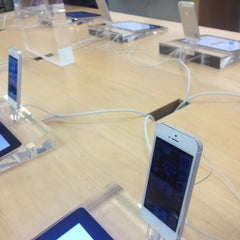 Photo taken at Apple Store, Corte Madera by Tyson Q. on 10/1/2012