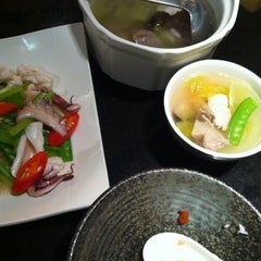 Photo taken at 欣叶餐厅 Shin Yeh Restaurant by MJ L. on 11/14/2012