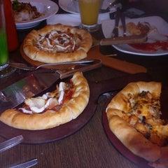Photo taken at Pizza Hut by Mallkyvanno M. on 3/4/2013