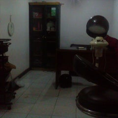 Photo taken at Salon Wondo by Aldiar H. on 2/13/2014
