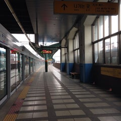 Photo taken at 신이문역 (Sinimun Station) by Minnie L. on 2/14/2015