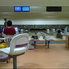 Photo taken at 88 Hokki Bowling Center by Romi a. on 4/6/2013