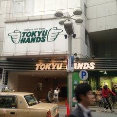 Photo taken at 東急ハンズ 渋谷店 (Tokyu Hands Shibuya Store) by 千留 ち. on 4/1/2013