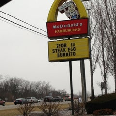 Photo taken at McDonald's by Bryan Monica M. on 2/19/2013