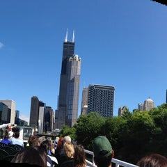 Photo taken at Chicago Architecture Foundation River Cruise by Amy T. on 8/4/2013
