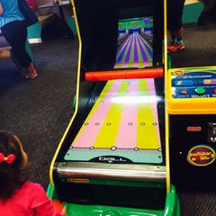 Photo taken at Chuck E. Cheese's by Gracielle deborah G. on 5/15/2014