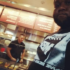 Photo taken at Chipotle Mexican Grill by Nuriko P. on 9/20/2015