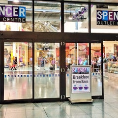 Photo taken at Spencer Outlet Centre by Ibrahim B. on 12/1/2013
