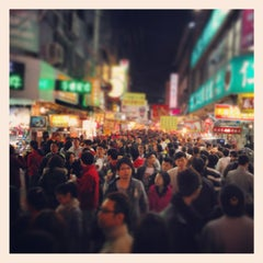 Photo taken at 逢甲夜市 Fengjia Night Market by Mark L. on 2/11/2013