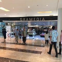 Photo taken at Gramedia by Taku 目. on 1/19/2016