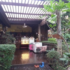 Photo taken at Mai Bakery In The Garden (ไหม เบเกอรี่) by Kritsana P. on 3/22/2013
